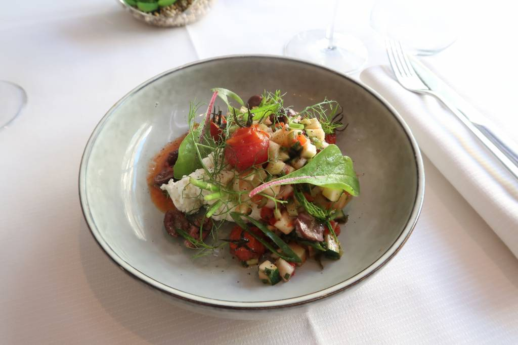 Salade grecque, feta de brebis, vinaigrette de tomates